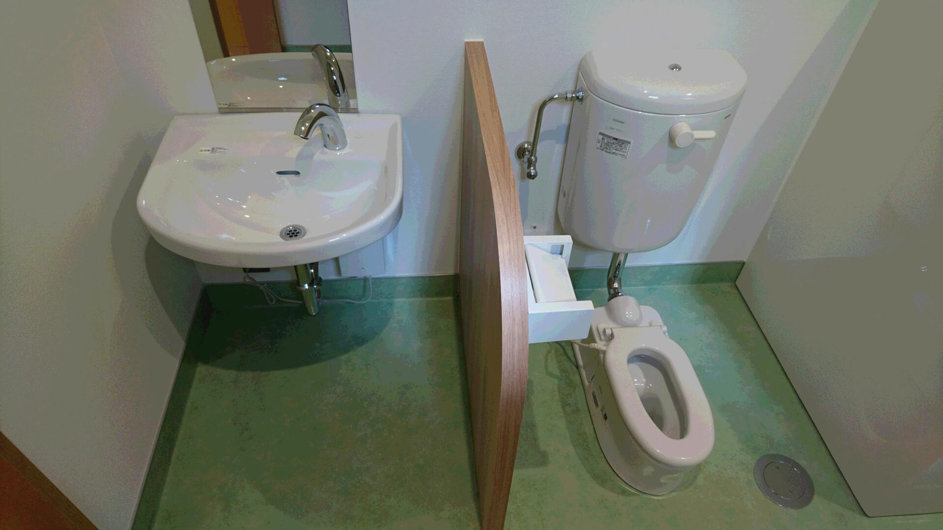 療育室に設置されている幼児用トイレ