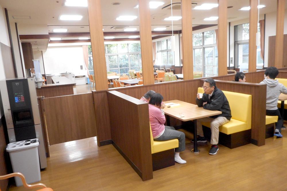 レストラン風の食堂