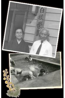 創設者三木と女性。プールで遊ぶ施設の子供たちの様子。