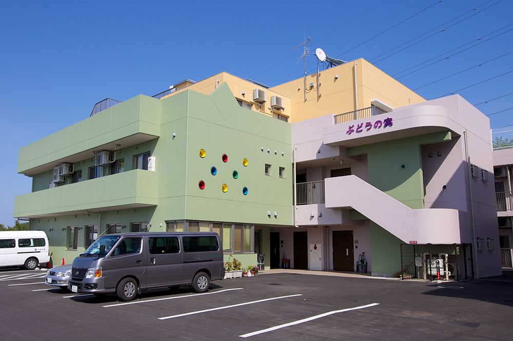 福祉型障害児入所施設ぶどうの実の建物の外観